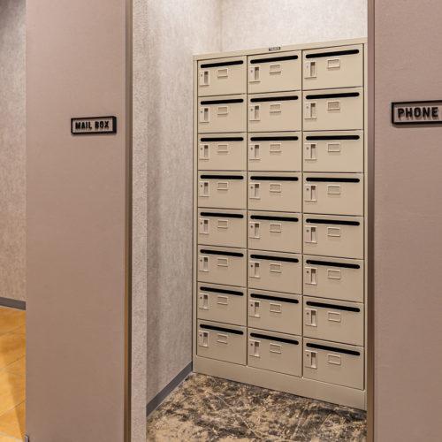 郵便ポスト・ロッカー(有料)も完備。郵便物転送も可能です。